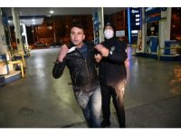 Kısıtlamaya uymayan alkollü sürücü maskesini çıkartıp hem saldırdı hem poz verdi