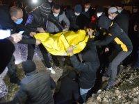 Ağrı'da yangında ölen baba ve 2 çocuğu yan yana defnedildi