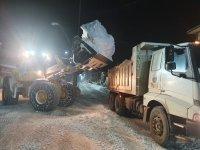 Ağrı'da kar temizleme çalışmaları gece boyu devam etti