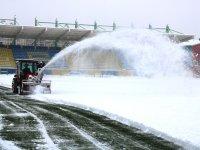 Ağrı Vali Lütfi Yiğenoğlu Şehir Stadyumu'nda kar mesaisi