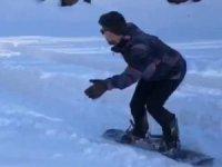 Köyde snowboard keyfi