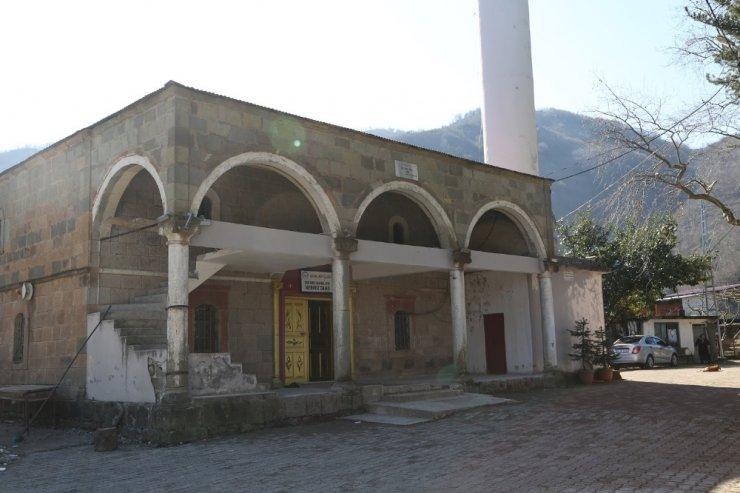 Asırlık camide restorasyon başladı