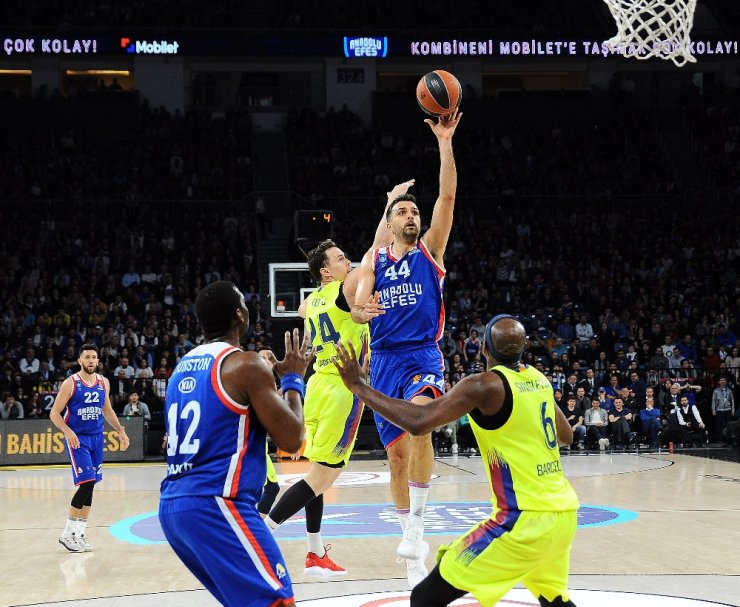 THY Euroleague: Anadolu Efes: 75 - Barcelona Lassa: 68