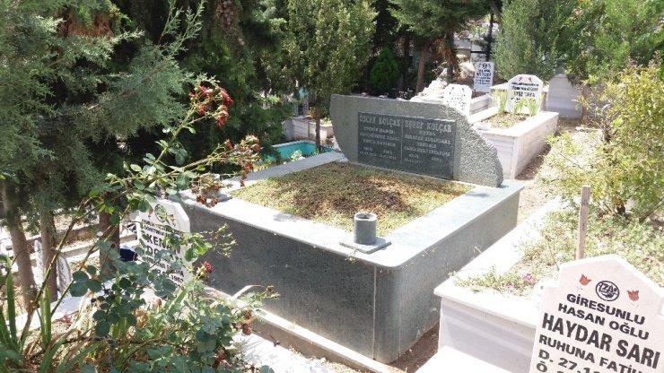 Eşref Kolçak eşinin mezarının üzerine gömülecek