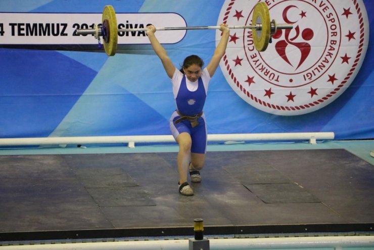 Sivas'ta düzenlenen Türkiye Halter Şampiyonası başladı