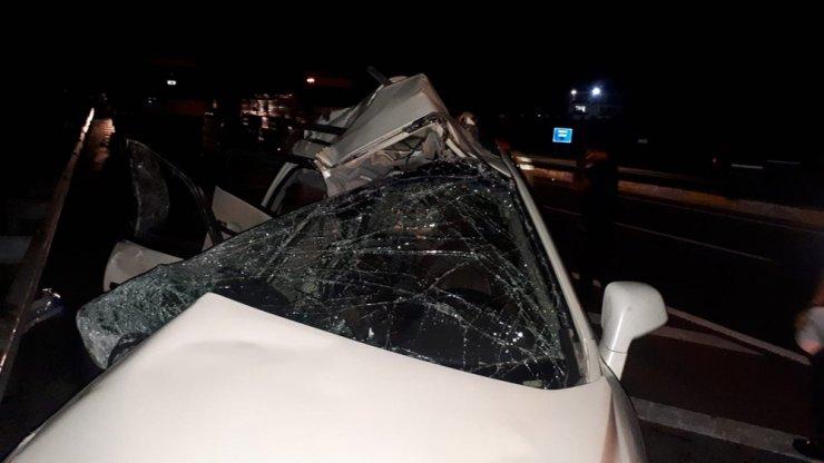 Otomobil ile tır çarpıştı: 2 ölü, 1 yaralı