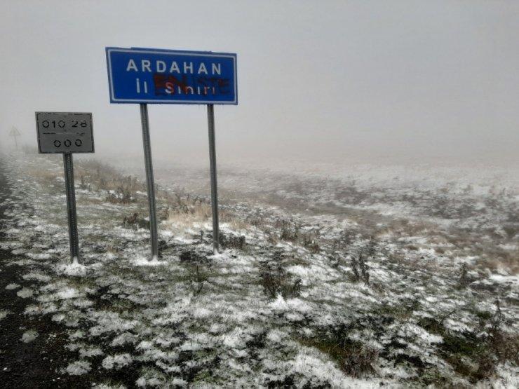 Ardahan'a mevsimin ilk karı düştü