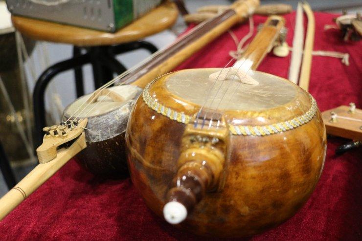 80 ülkeden 450 farklı kadim enstrüman arşivi var