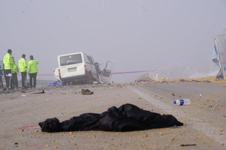 Katliam gibi kaza: 3 ölü, 2 yaralı
