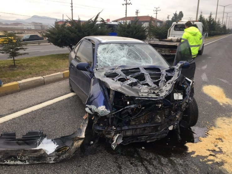 Alkollü sürücü durağa daldı: 3 ölü