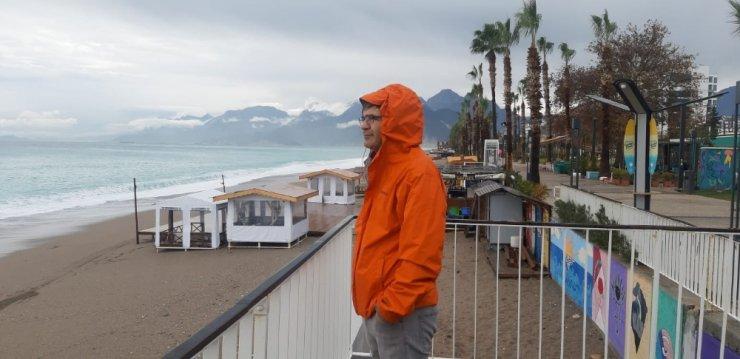 Fırtına beklentileri boşa çıkan Antalyalıların 'Kırmızı kod' tepkileri
