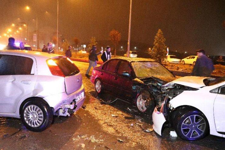 Otomobil kaza sonrası toplanan kalabalığa daldı: 6 yaralı