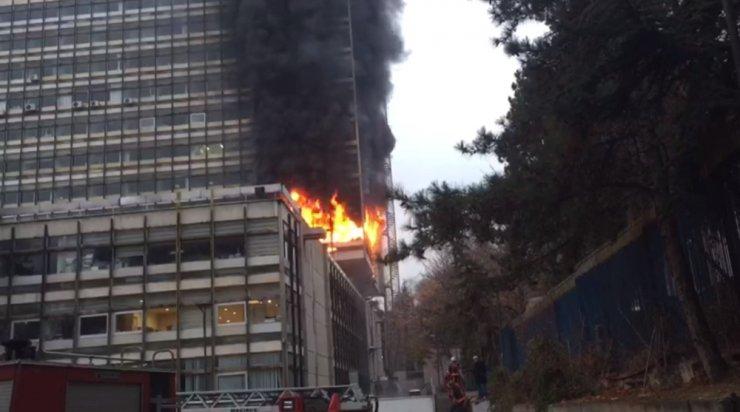 DSİ Genel Müdürlüğü binasındaki yangın söndürüldü