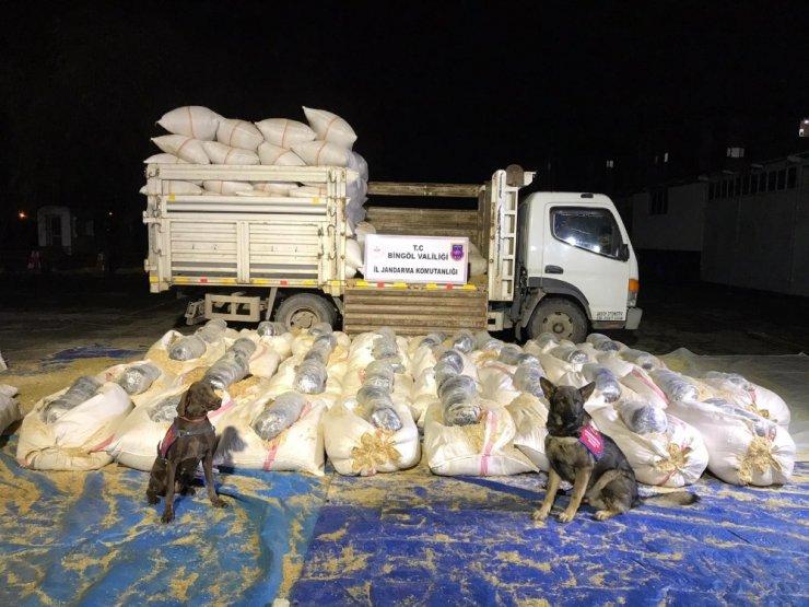 Saman yüklü araçtan 330 kilo esrar çıktı