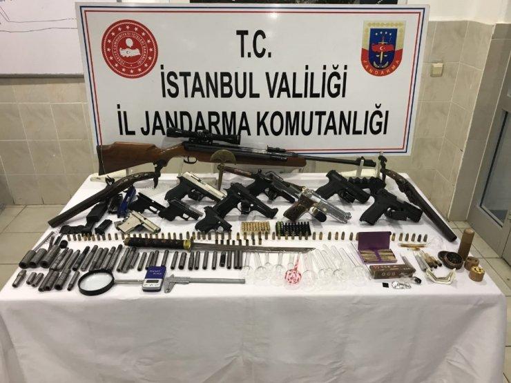 Silah ve uyuşturucu imal eden dükkana jandarma baskını