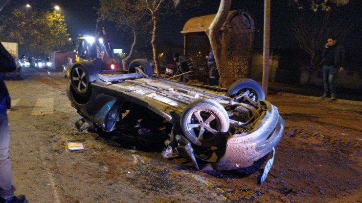 Freni boşalan kamyon otomobili ezdi: 2 yaralı