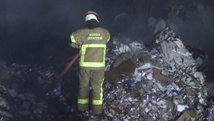 Kağıt fabrikasında korkutan yangın, 10 kişi ölümden döndü