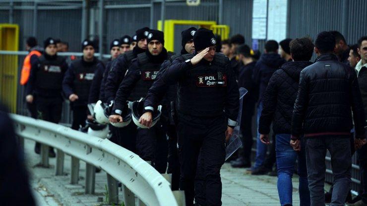 Beşiktaş taraftarları stada geldi