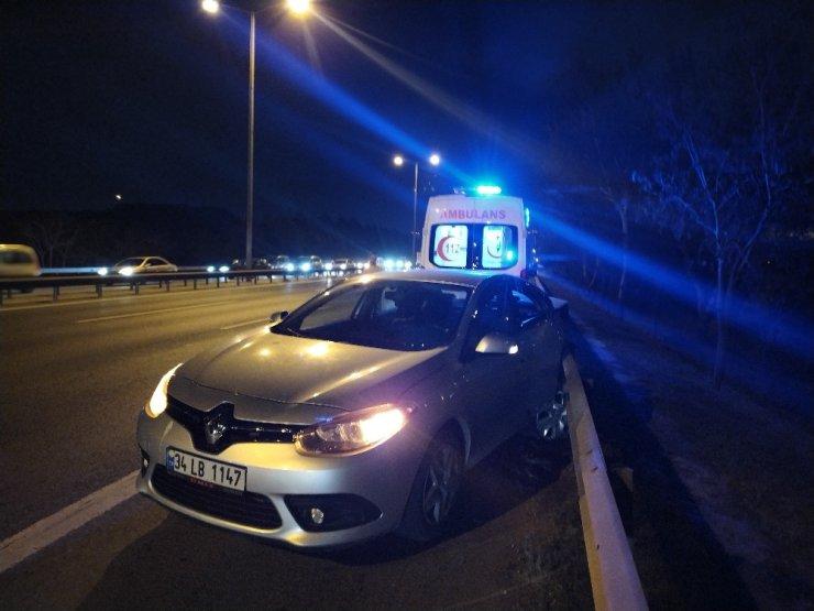 TEM'de makas atarak ilerleyen araç düğünden dönen iki otomobile çarptı: 3 yaralı