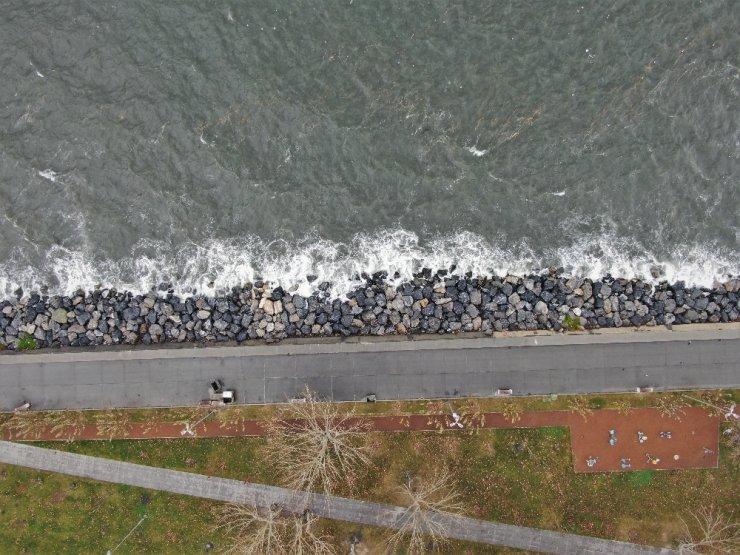 Dev dalgalar havadan görüntülendi
