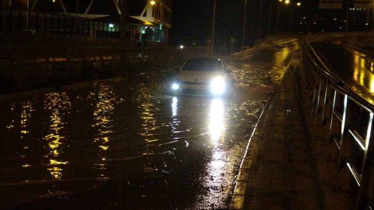 Kuşadası'nda sağanak yağış ve fırtına etkili oldu