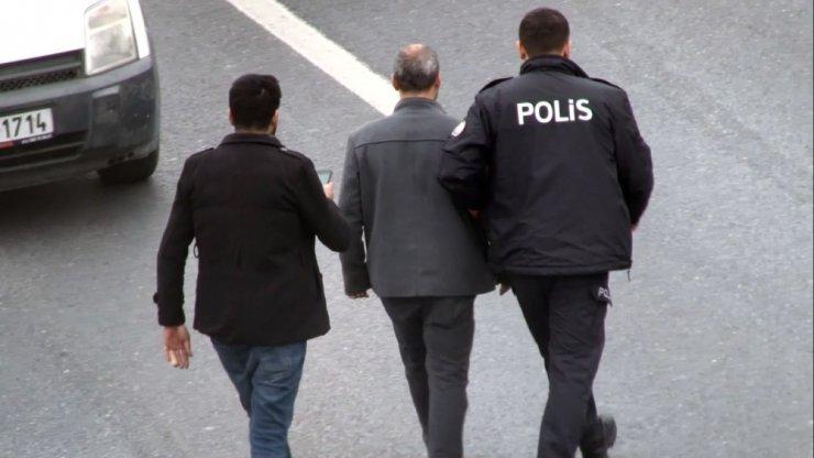 TEM Otoyolu'ndaki intihar girişimi trafiği felç etti