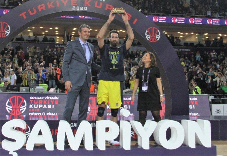Fenerbahçe Beko Türkiye Kupası'nı kaldırdı