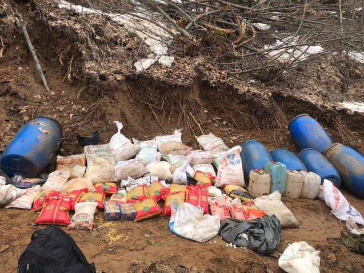 Bitlis'te teröristlere ait çok sayıda gıda malzemesi ele geçirildi