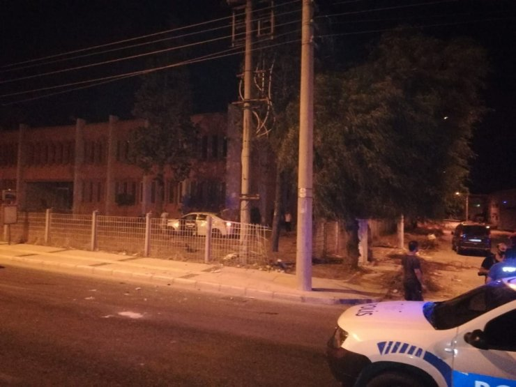 İzmir'de 250 bin liralık gaspın ardından kaçarken kaza yaptılar