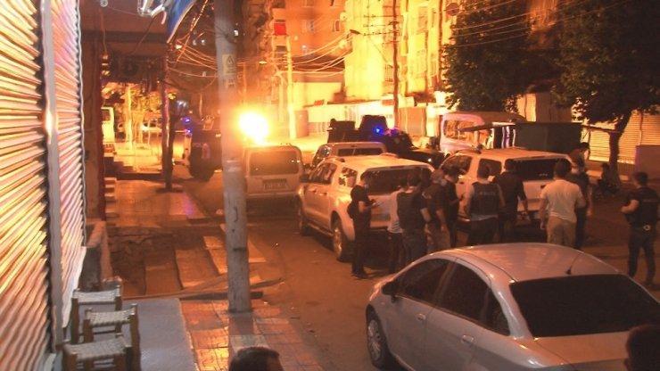 Terör örgütü yandaşları markete patlayıcı attı