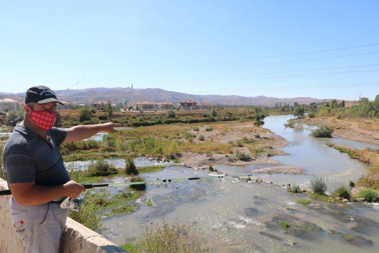 Türkiye'nin en uzun nehrinde su seviyesi düştü
