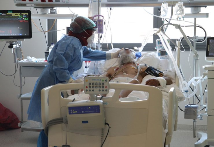 Covid-19 yoğun bakımında görev yapan doktorlar, gençleri uyardı
