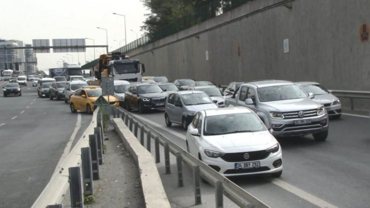 TEM'de yolu karıştıran sürücü kazaya neden oldu