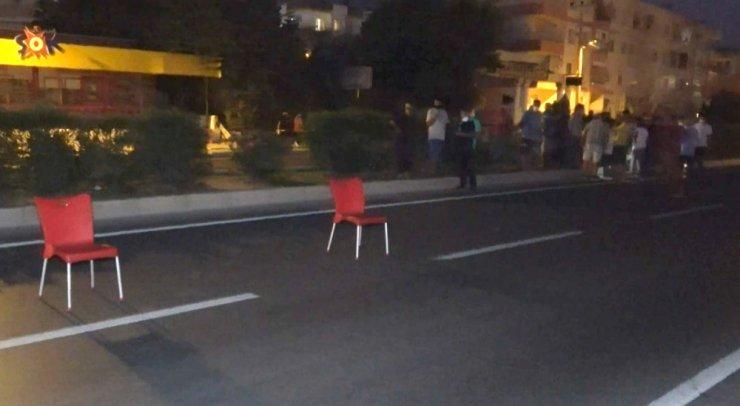 Yaralı kadının çevresinde sandalyeli dubalı önlem