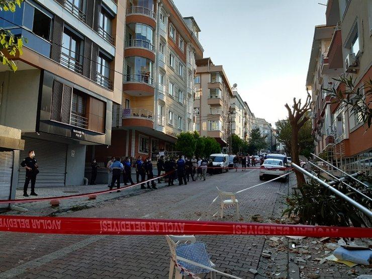 Avcılar'da bir binanın balkonu çöktü
