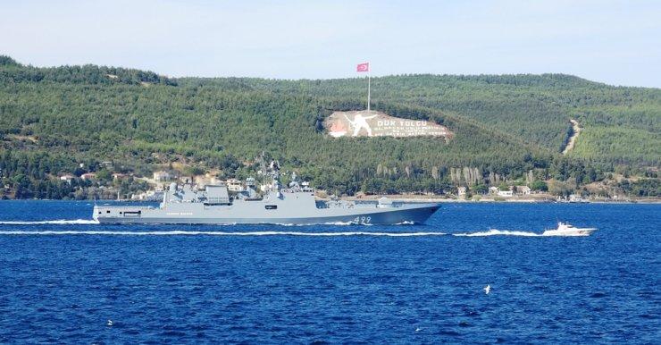 Rus savaş gemisi 'Admiral Makarov' Çanakkale Boğazı'ndan geçti