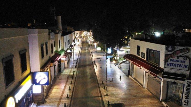 Turizmin gözbebeğinde cadde ve sokaklar bomboş kaldı