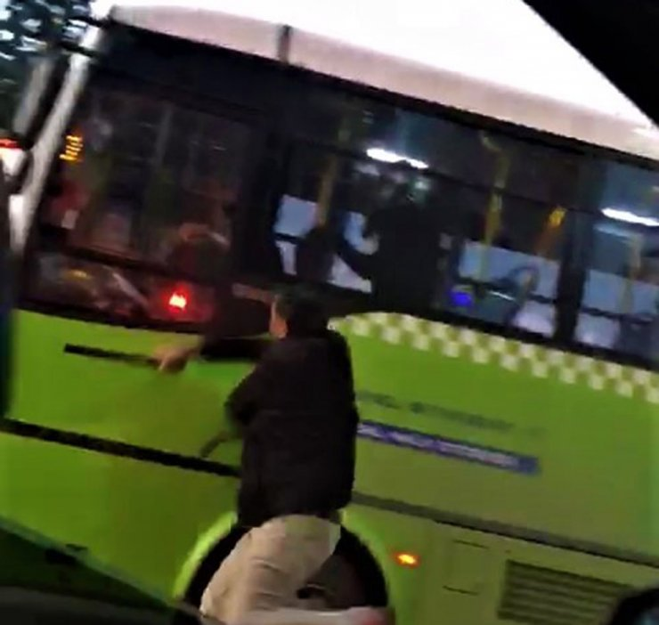Tartıştığı halk otobüsü sürücüsüne copla saldırdı